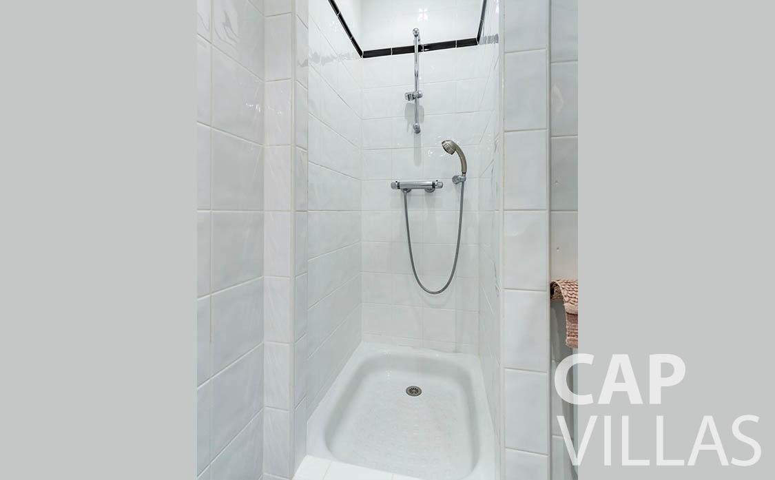 apartment for rent cap martin roquebrune shower
