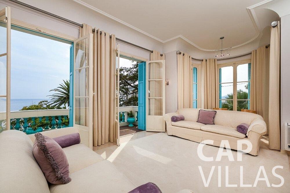 let Villa Blossom capdail living room