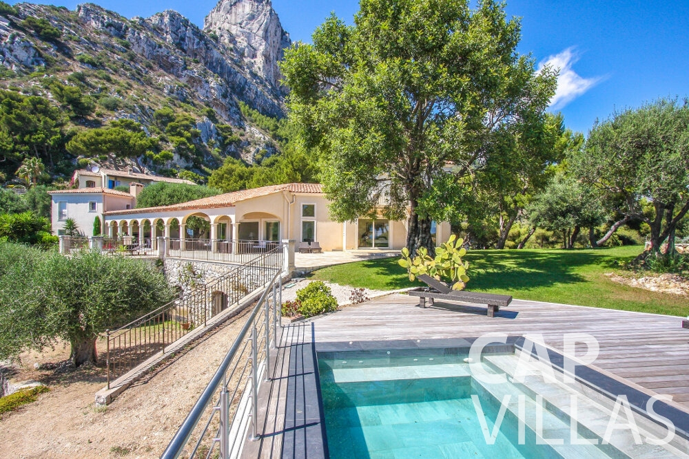 let Villa Camellia cap dail swimming pool