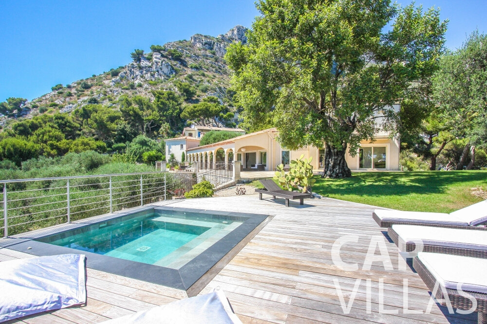 rent Villa Camellia cap dail swimming pool