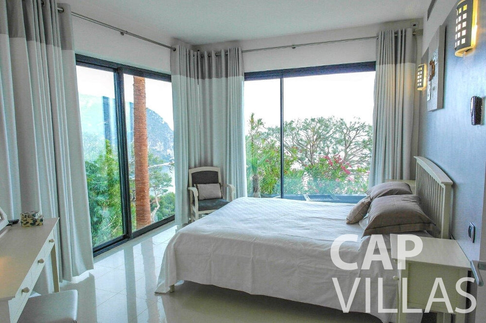 let Villa Gardenia eze bedroom