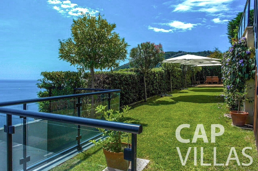 rent Villa Gardenia eze balcony