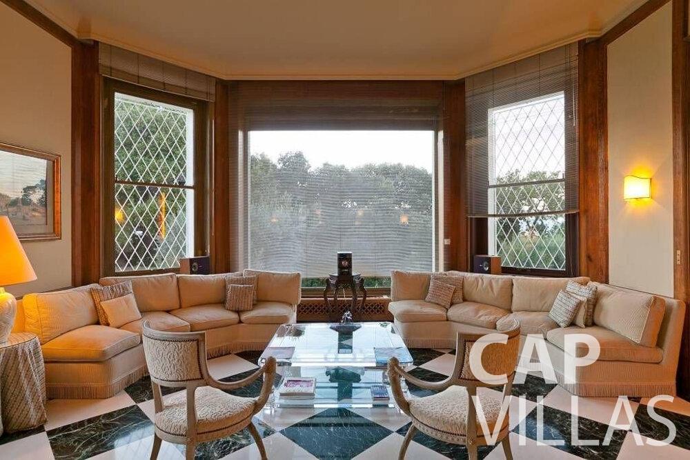 let Villa Lila cap dantibes living area