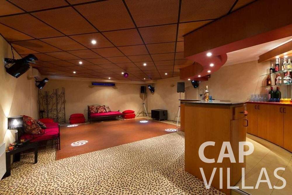 rent Villa Lila cap dantibes bar