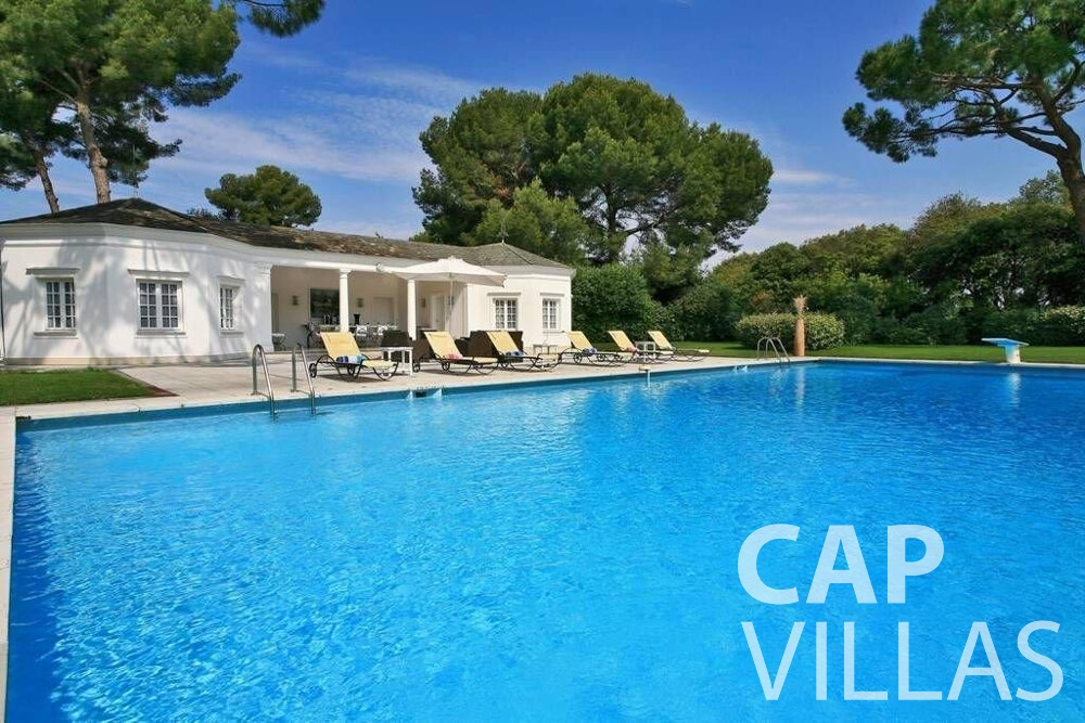 rent Villa Lila cap dantibes pool house