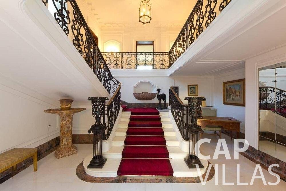 rent Villa Lila cap dantibes staircase