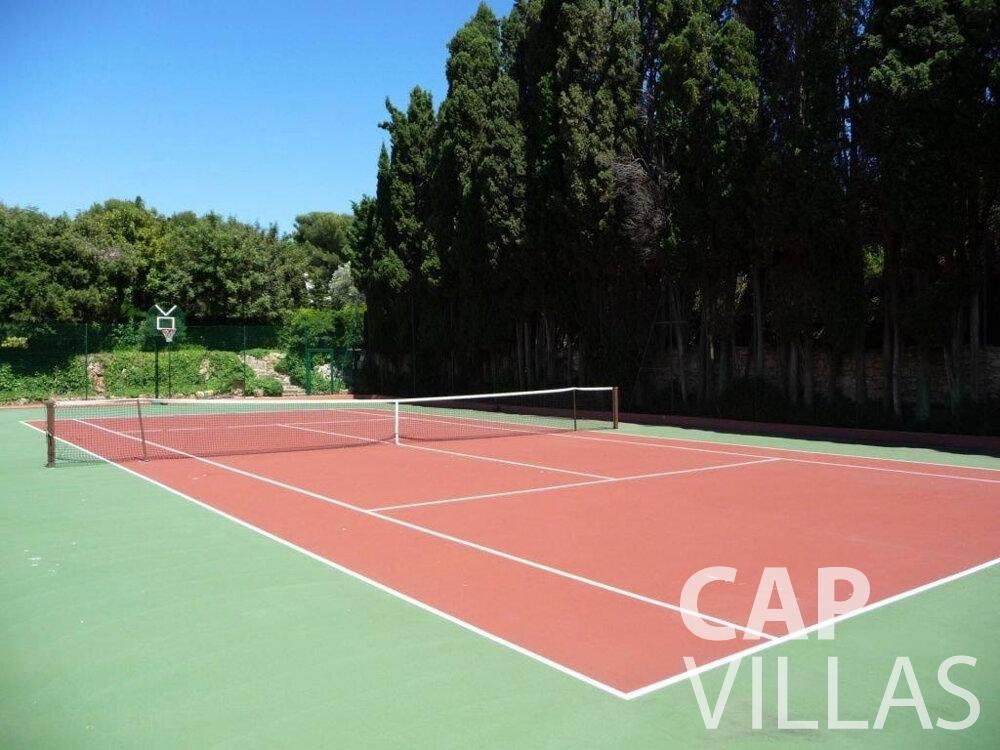 rent Villa Lila cap dantibes tennis court