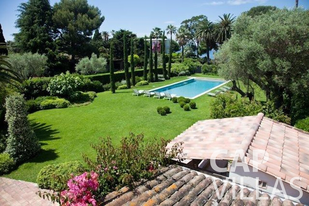 rent Villa Magnolia cap dantibes garden