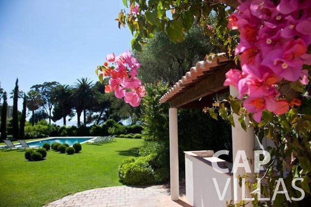 rent Villa Magnolia cap dantibes outdoor