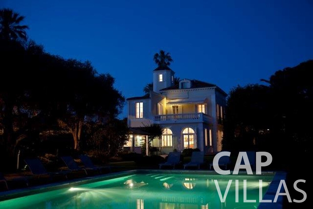 rent Villa Magnolia cap dantibes property night