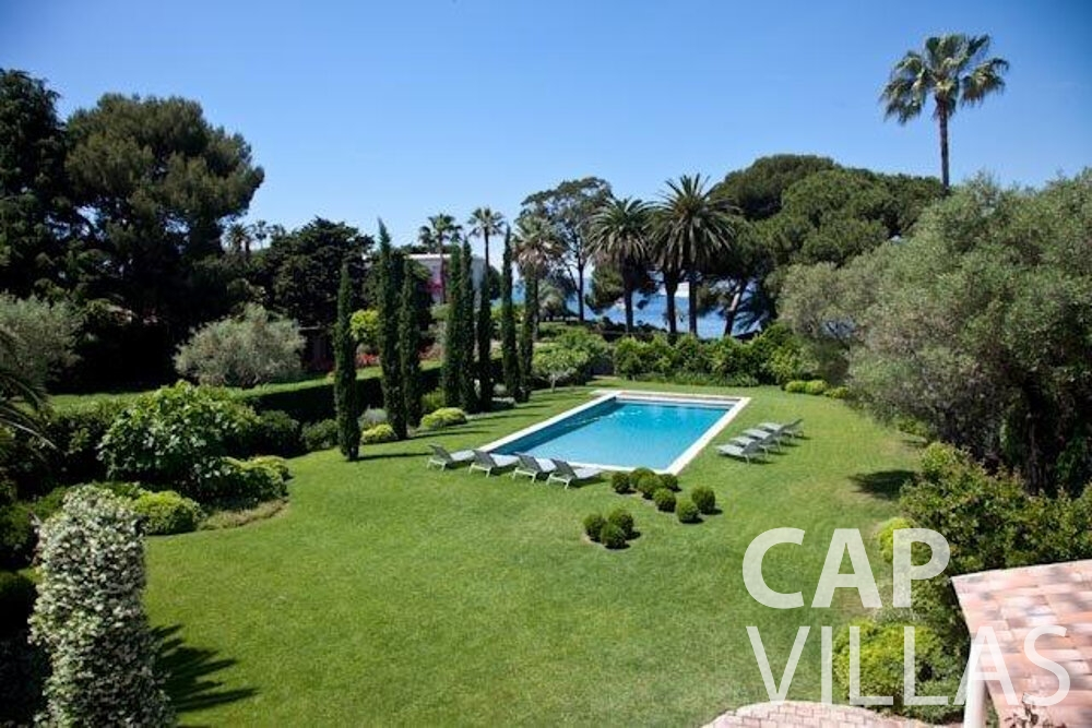 rent Villa Magnolia cap dantibes swimming pool