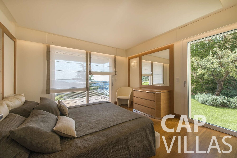holiday house for sale villefranche guest bedroom