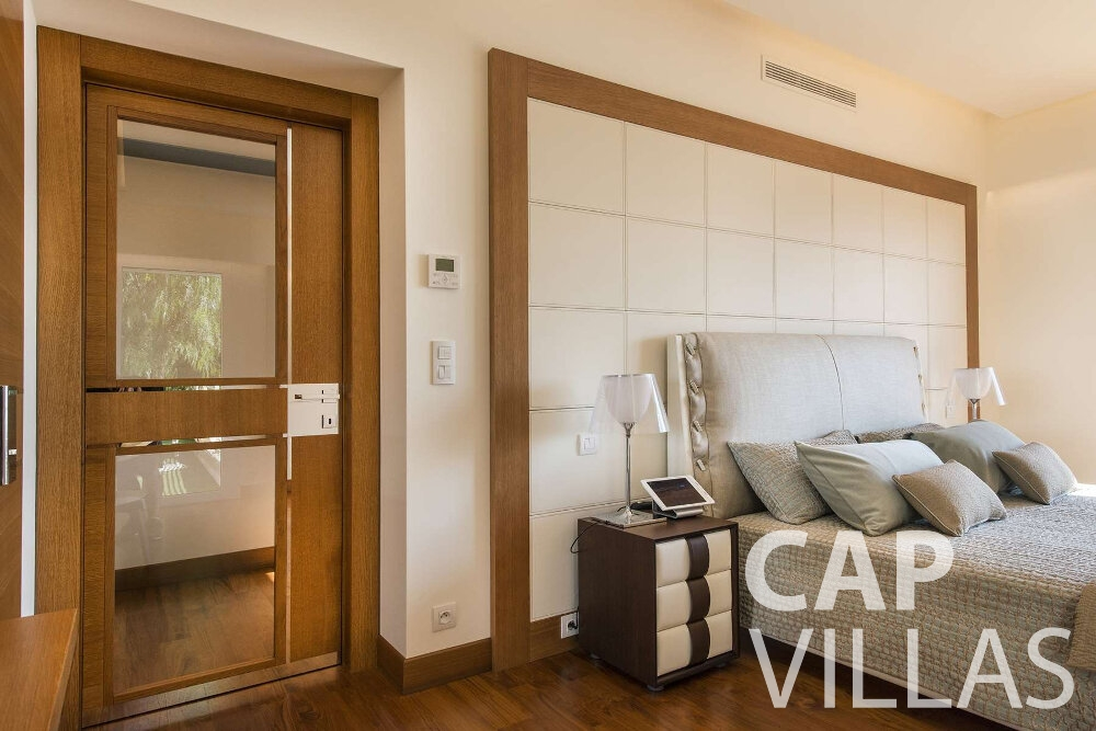 holiday house for sale villefranche headboard