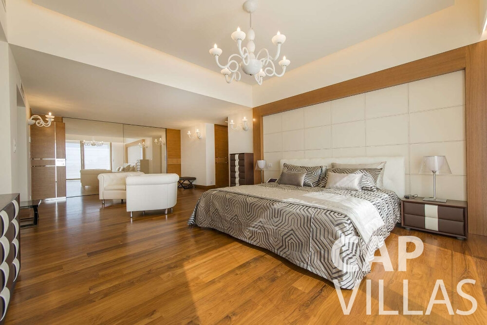 holiday house for sale villefranche master bedroom
