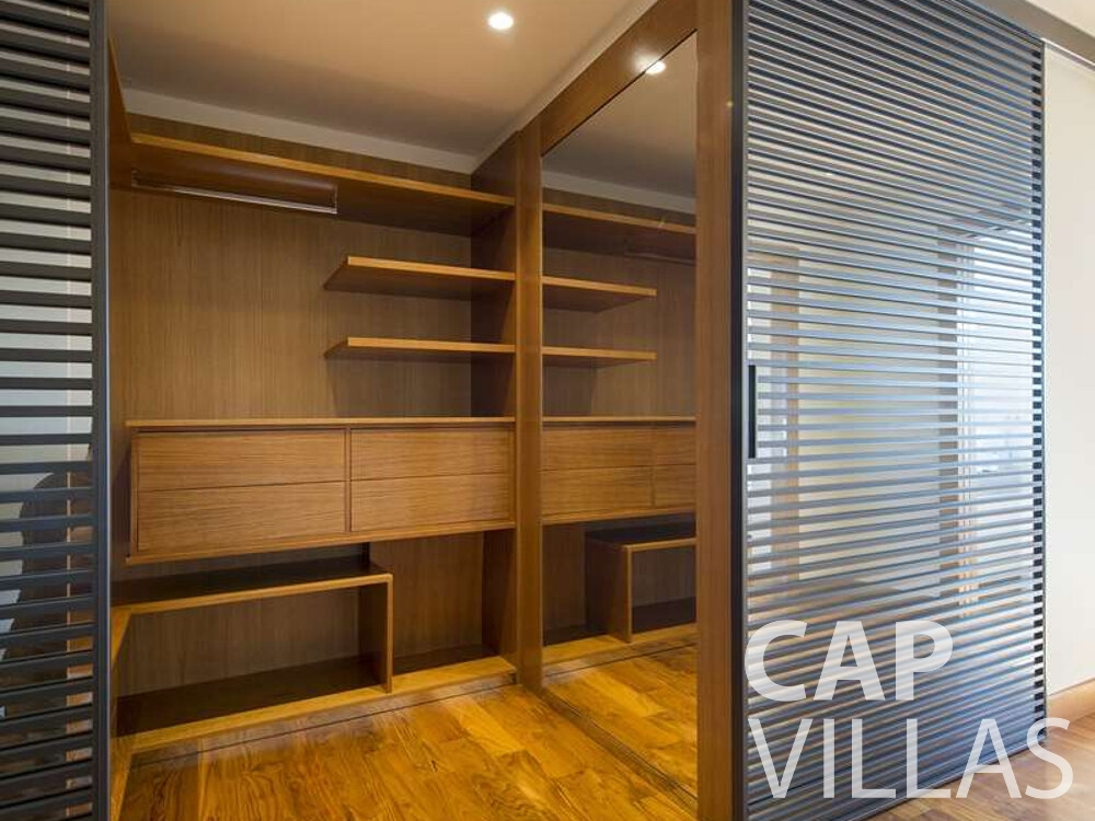 holiday house for sale villefranche walk in closet