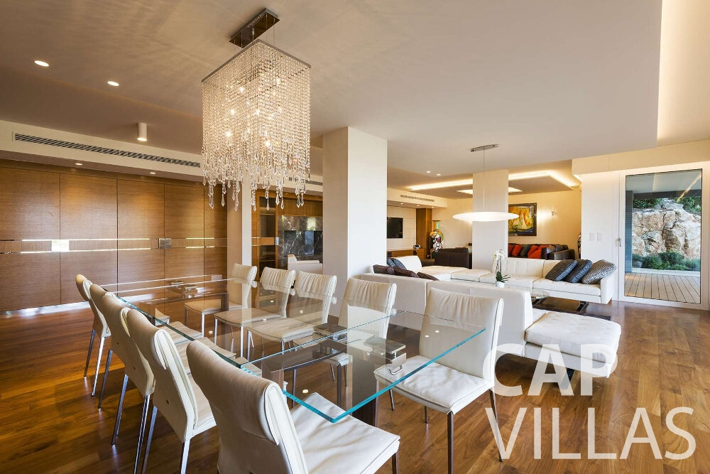 villa for sale villefranche dining room