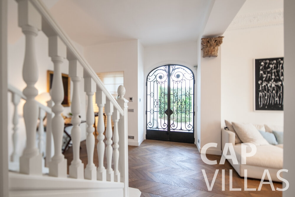 let Villa Senna villefranche entrance hall