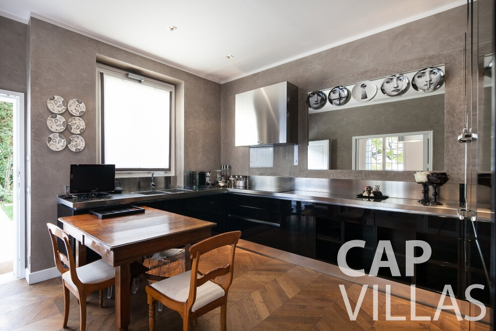 rent Villa Senna villefranche kitchen