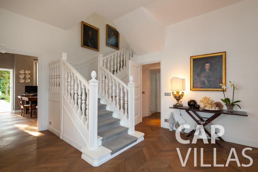 rent Villa Senna villefranche staircase