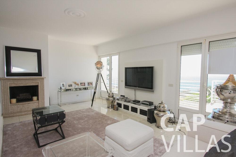 let Villa Delphine cap dail living room