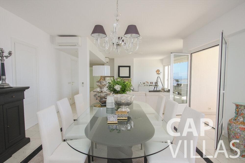 rent Villa Delphine cap dail dining room