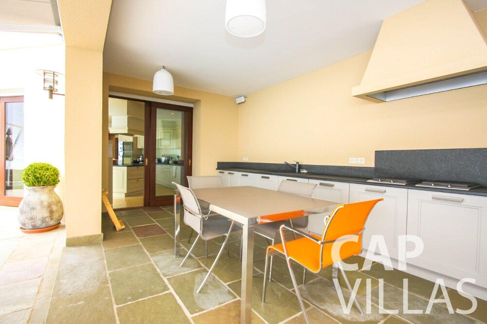 let Villa Iris cap dail kitchen