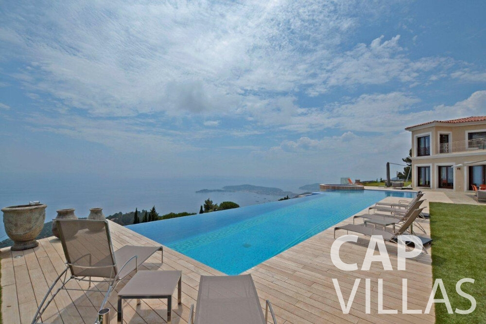 let Villa Iris cap dail swimming pool
