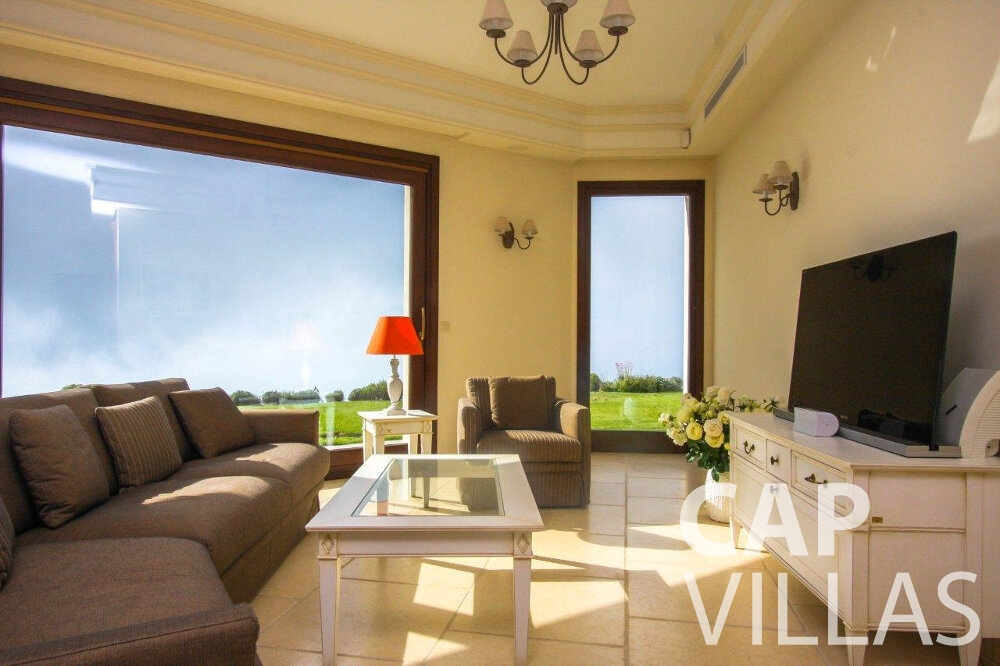 rent Villa Iris cap dail living area