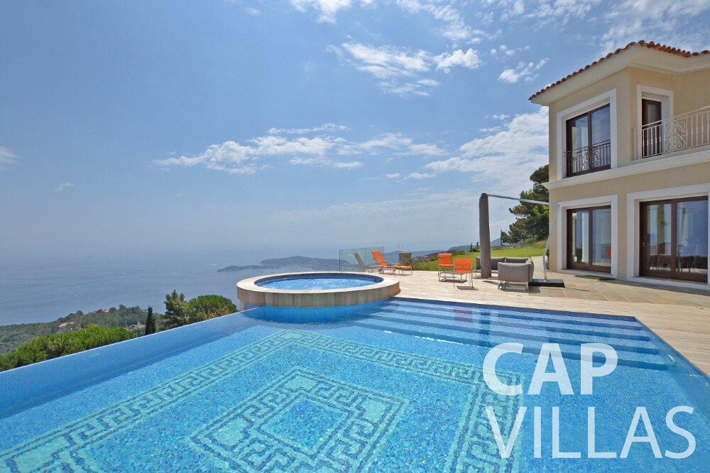rent Villa Iris cap dail swimming pool