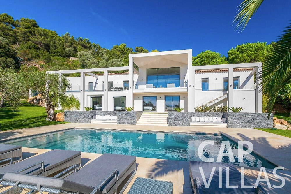 holiday house for sale villefranche pool