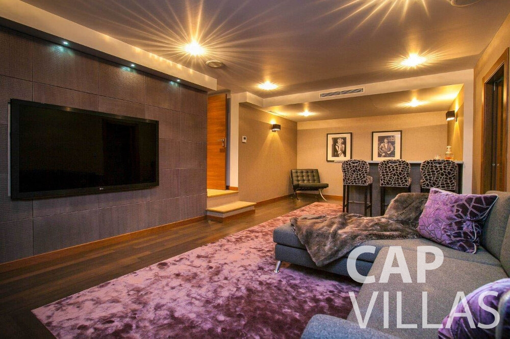 villa for sale villefranche TV room