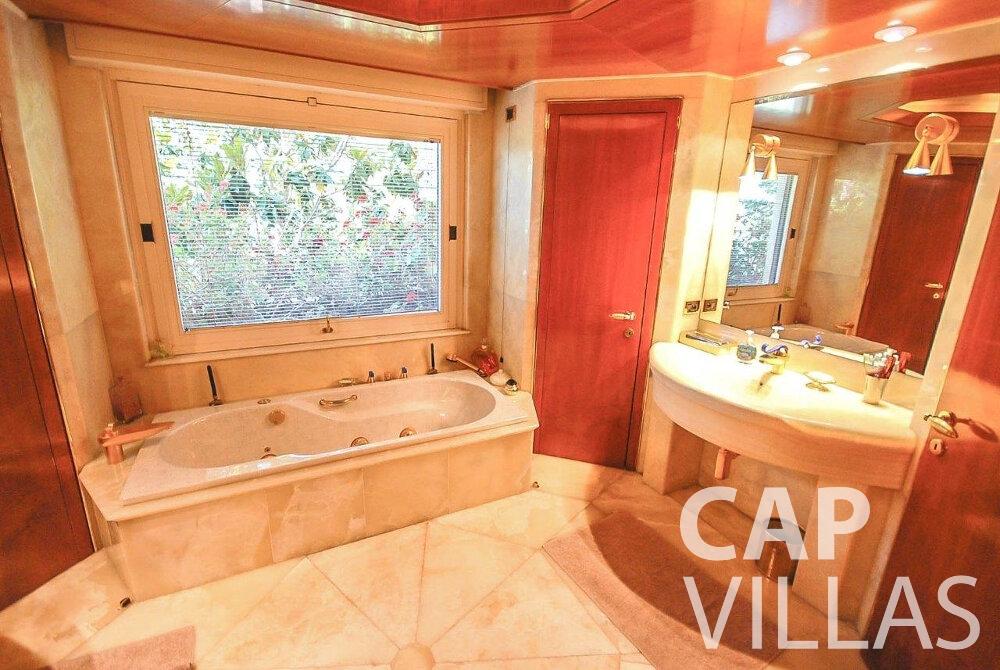 rent Villa Acacia beaulieu batoom