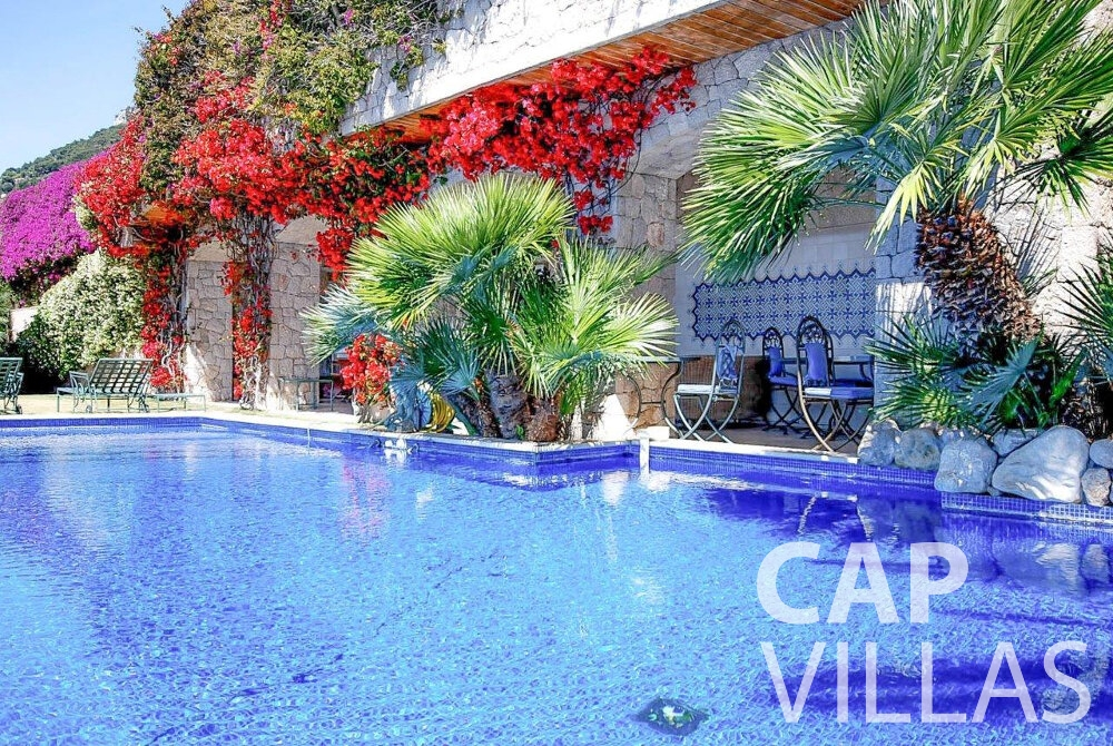 rent Villa Acacia beaulieu swimming pool