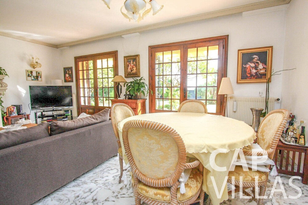 holiday house for sale cap dail dining room