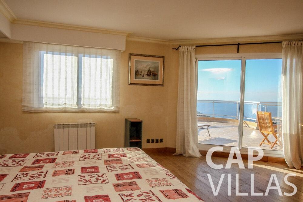 let Villa Fiorello villefranche bedroom
