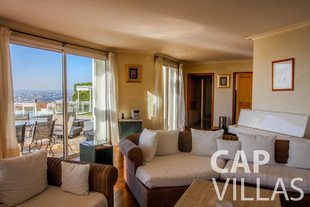 rent Villa Fiorello villefranche living area