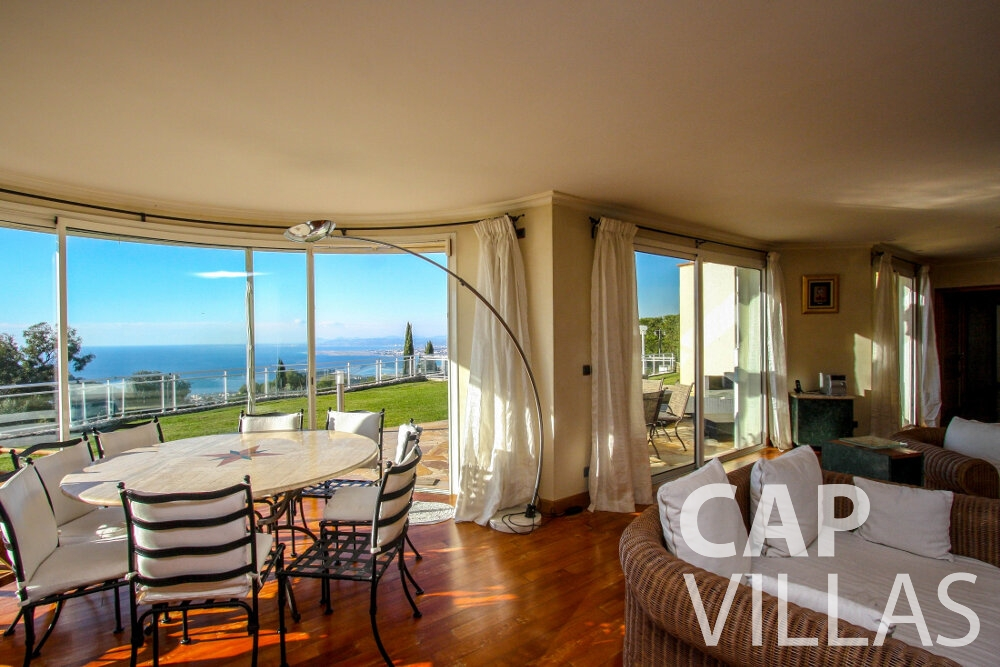 rent Villa Fiorello villefranche living room