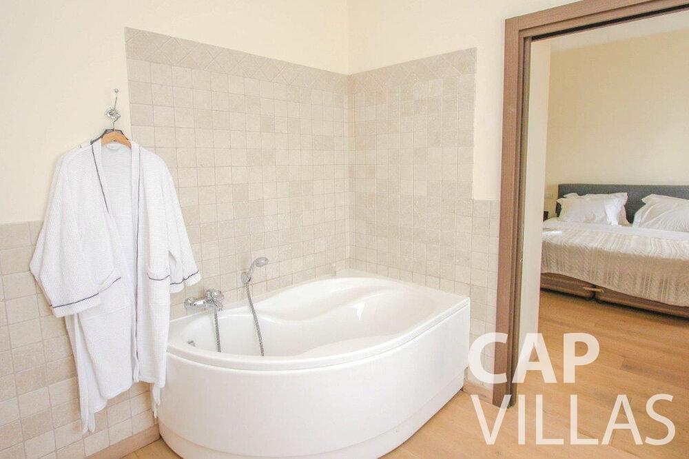 villa for sale cap de nice bathtub