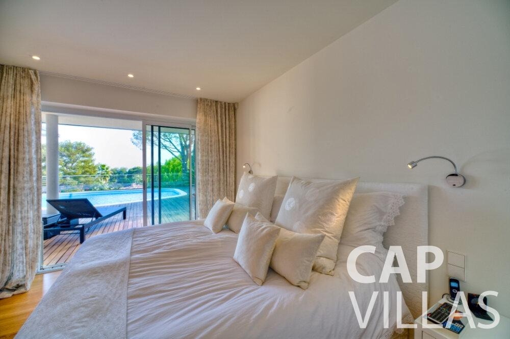 let Villa Tulip cap ferrat bedroom