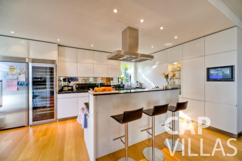 let Villa Tulip cap ferrat kitchen