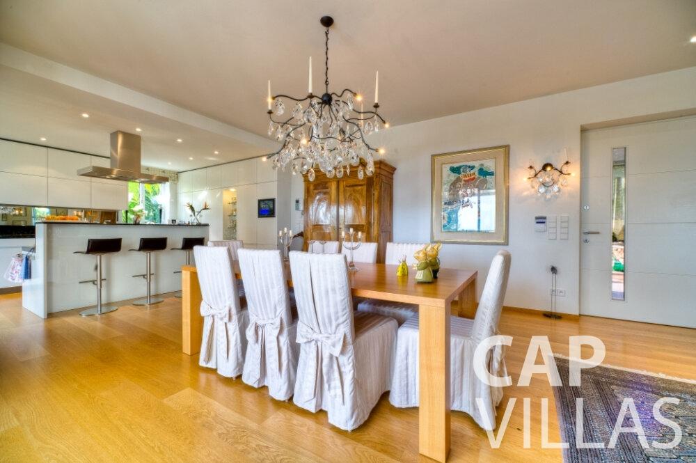 rent Villa Tulip cap ferrat dining room