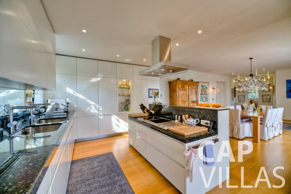 rent Villa Tulip cap ferrat kitchen