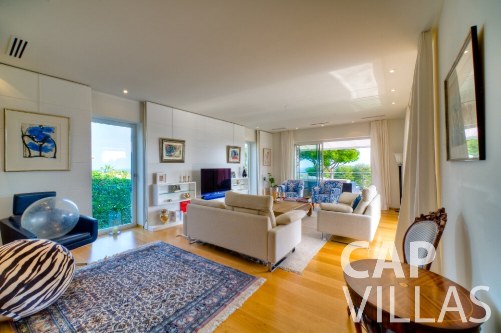 rent Villa Tulip cap ferrat living room
