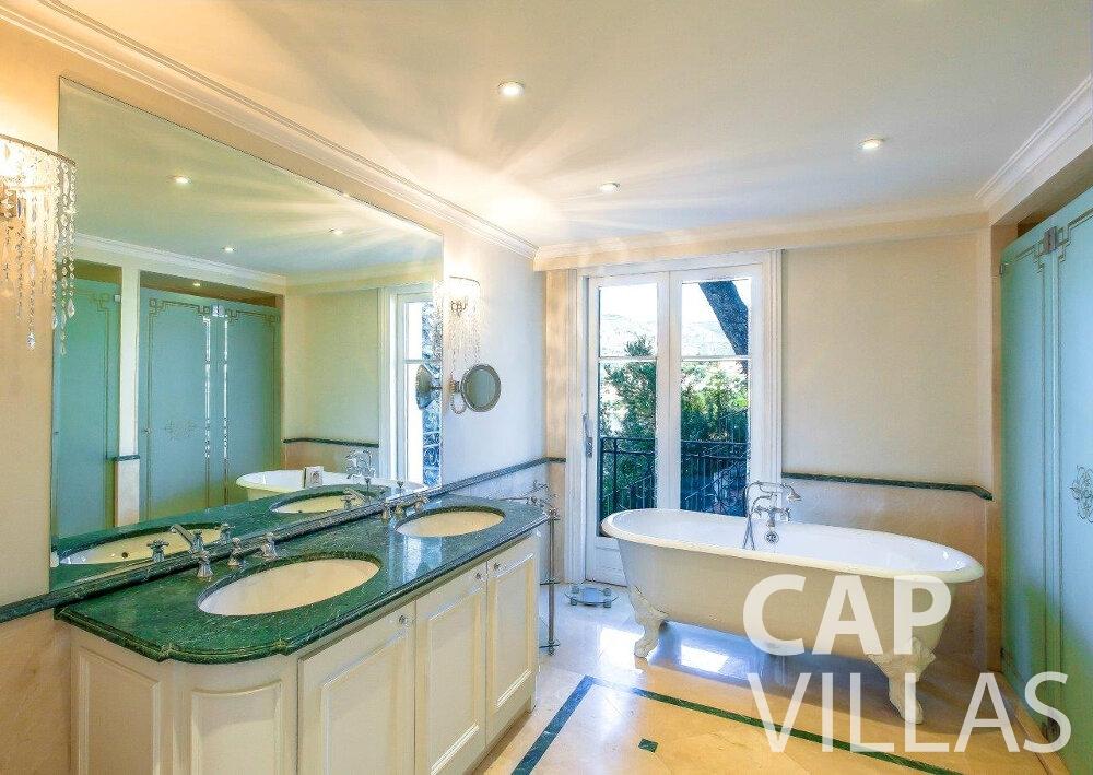 let Villa Aster cap ferrat batoom