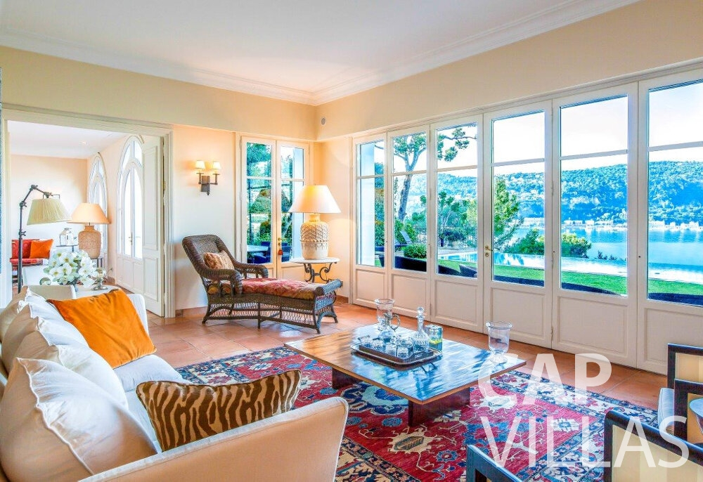 let Villa Aster cap ferrat living room