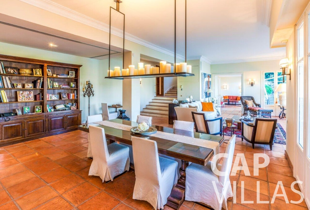 rent Villa Aster cap ferrat dining room