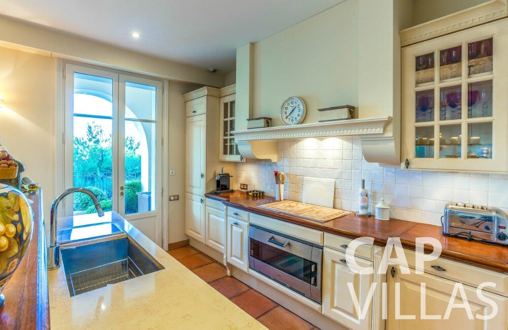 rent Villa Aster cap ferrat kitchen