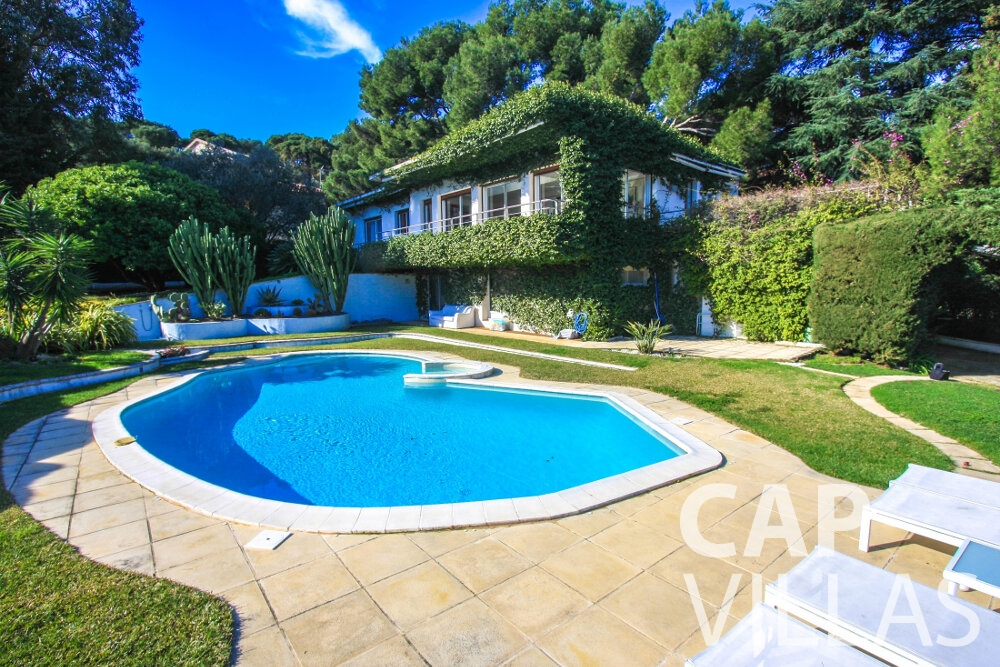 let Villa Fleur cap ferrat swimming pool