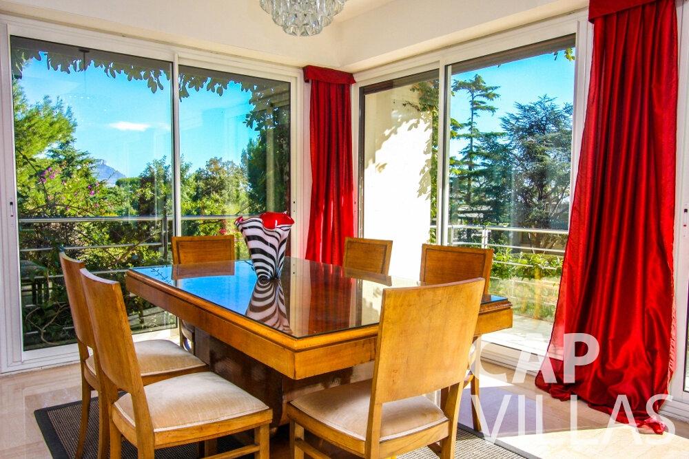 rent Villa Fleur cap ferrat dining room