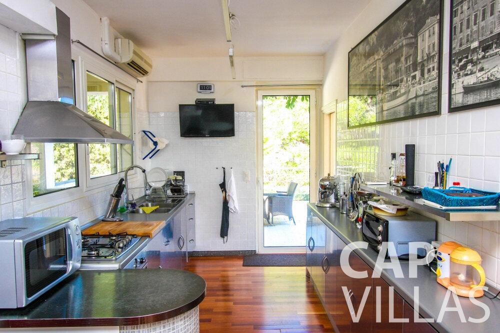 rent Villa Fleur cap ferrat kitchen